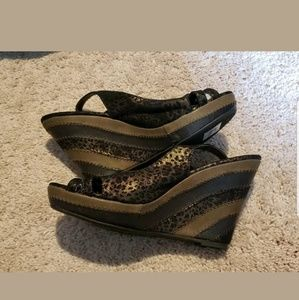 New Buckle BKE brown leopard wedge sandals size 9